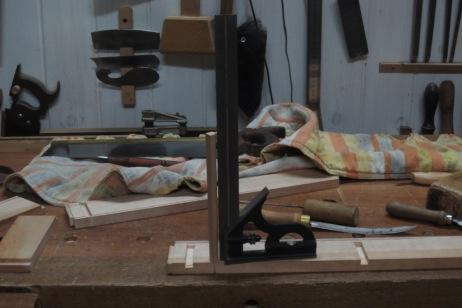 Colocando espiga para bascular la tapa