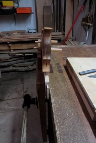 Creando el rebaje con el cepillo de entalla