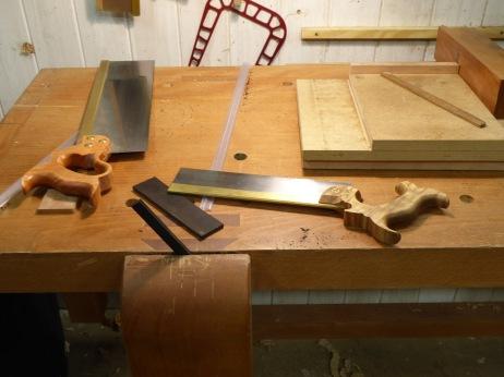 Preparando piezas de ébano