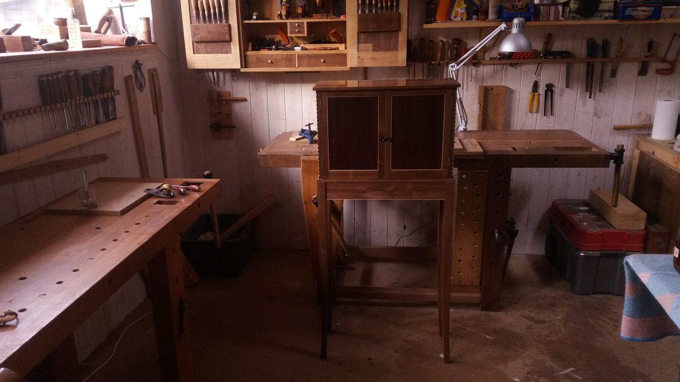 El mueble de nogal para whisky