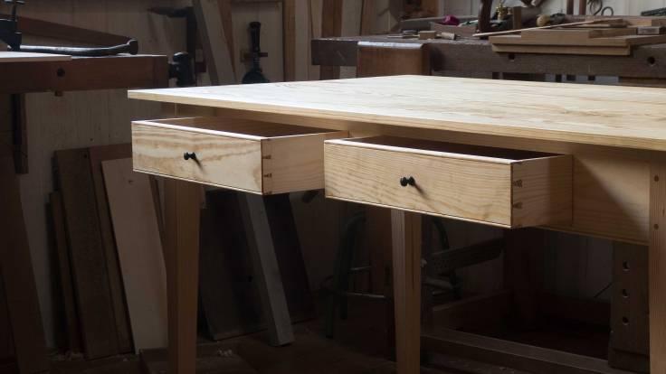 La mesa terminada a falta del acabado.